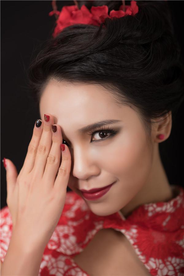 化妆学校告诉你显大眼妆的化妆技巧!