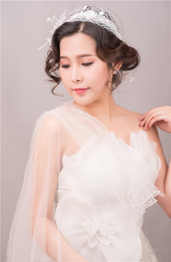 学新娘化妆告诉你新娘跟妆流程是什么!