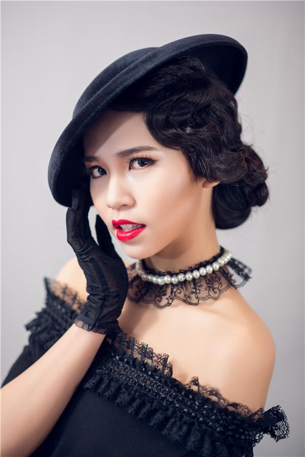 金莎美容:化妆培训学校告诉你唇部打底的方法!
