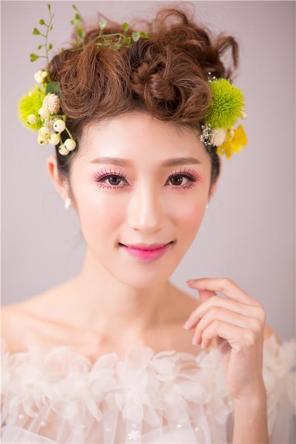 金莎美容:化妆培训学校告诉你画韩式眼妆颜色怎样搭配!