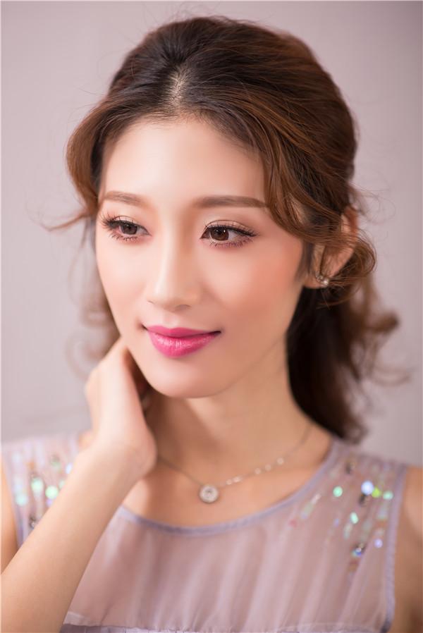 金莎美容:化妆学校告诉你日系大眼妆的特点!