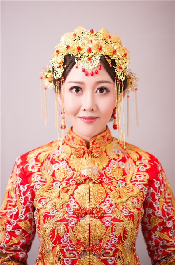 金莎美容:化妆培训学校告诉你化新娘妆的技巧!