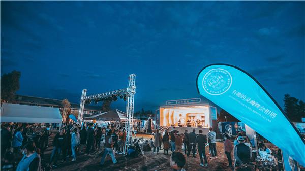 雪山艺术小镇雪山夜市开市,摇滚、电子、说唱、世界音乐,三天嗨不停